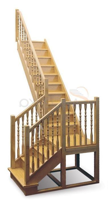 Лестница на второй этаж из дерева поворотная